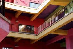 Яркие цвета здания в Tucson, Аризоне стоковые фото