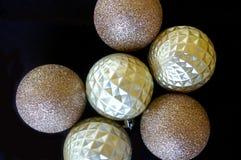Яркий блеск и обитые безделушки рождества текстуры Стоковое Изображение RF