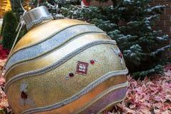 Яркий блеск орнамента рождества стоковая фотография