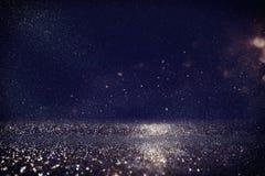 Яркий блеск освещает предпосылку золото, синь и чернота стоковое изображение
