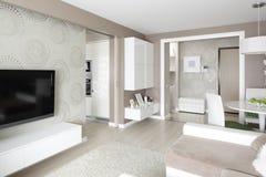 Яркий интерьер живущей комнаты стоковое изображение rf