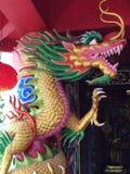 яркий и красивый висок дракона в Пхукете Таиланде стоковые изображения rf