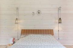 Яркий и удобный дизайн интерьера спальни в скандинавском стиле Стоковое Изображение