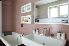 Яркий и чистый европейский туалет Стоковое Фото