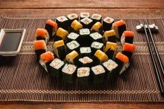 Яркий комплект крена суш, искусство еды Японская кухня Стоковое Изображение