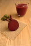 Яркий красный/фиолетовый Smoothie сделанный с свеклой/бураками Стоковое фото RF