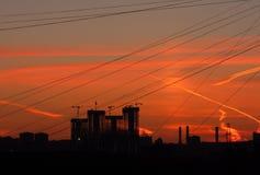 Яркий красочный заход солнца в городе стоковая фотография rf