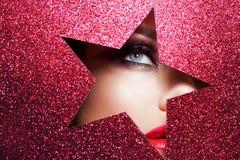 Яркий макияж и вы звезда красивейшая близкая девушка вверх стоковая фотография rf