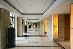 яркий свет гостиницы корридора роскошный Стоковое Изображение RF
