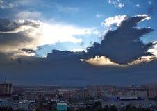 Яркий свет через облака стоковые фото