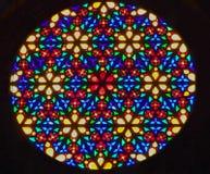 Яркий сияющий круглый витраж стоковые фото