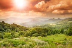 Яркий сногсшибательный красивый заход солнца Стоковая Фотография