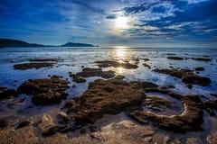 Яркий солнечный день на пляже Kalim на Пхукете Стоковое фото RF