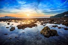 Яркий солнечный день на пляже Kalim на Пхукете Стоковое Фото