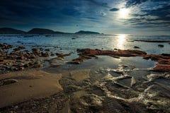 Яркий солнечный день на пляже Kalim Стоковые Фото