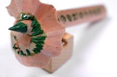 Яркий ый-зелен карандаш с нож-заточником Стоковые Фотографии RF