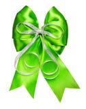 Яркий ый-зелен смычок при серебряная лента сделанная от шелка Стоковое Изображение RF