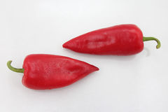 2 ярких красных сладостных перца на белой предпосылке Стоковая Фотография RF