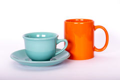 2 ярких чашки цвета на светлой предпосылке Стоковое фото RF