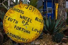 Яркое желтое деревянное колесо правды и влюбленности Стоковая Фотография RF