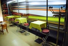 Яркое и стильное кафе стоковые изображения rf