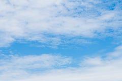 Яркое небо при сформированные облака Стоковая Фотография RF