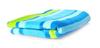 Яркое полотенце на белой предпосылке стоковые изображения
