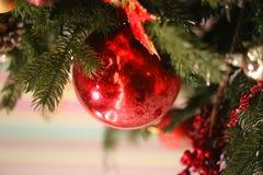 Яркое фото макроса шарика красивого красного Нового Года стоковая фотография rf
