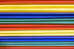 Ярко покрашенная пластичная предпосылка папок файла Стоковое фото RF