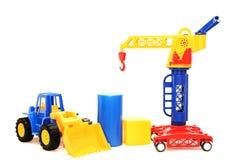 Ярко покрашенные игрушки на белой изолированной предпосылке стоковые фотографии rf