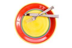 ярк покрашенный dinnerware стоковые фотографии rf
