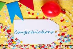 Ярлык партии, красный воздушный шар, поздравления текста Стоковые Изображения