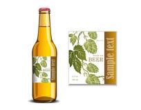 Ярлык пива на насмешке стеклянной бутылки вверх Стоковые Фотографии RF