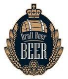 Ярлык пива с ушами, хмелями, бочонком и кроной пшеницы иллюстрация штока