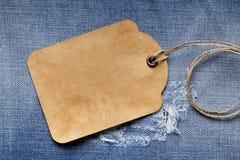 Ярлык чистого листа бумаги на джинсах Стоковые Изображения