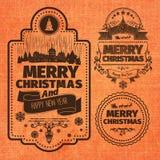 Ярлыки и значки с Рождеством Христовым и счастливых желаний Нового Года monochrome коричневые типографские установили на апельсин Стоковое Изображение