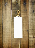 Ярлык бирки на деревянной предпосылке Стоковое Изображение RF