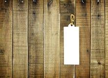 Ярлык бирки на деревянной предпосылке Стоковые Фото