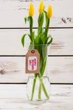 Ярлык и цветки дня ` s матери Стоковое Изображение RF