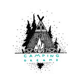 Ярлык нарисованный рукой винтажный с племенными шатром, лесом и костром Стоковое Изображение