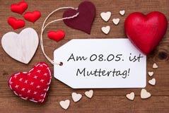 Ярлык с красными сердцами, день матерей середины Muttertag Стоковые Изображения