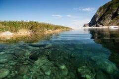 ясная вода озера Стоковые Фотографии RF
