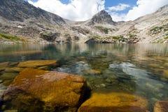 ясная гора ландшафта озера Стоковые Фотографии RF