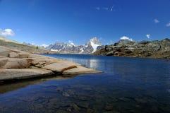 ясная гора озера Стоковая Фотография