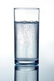 ясная стеклянная минеральная вода Стоковые Фотографии RF