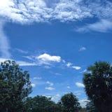 Ясное голубое небо в лете Стоковая Фотография RF