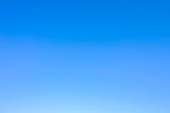 Ясное голубое небо как обои предпосылки, пастельные обои неба Стоковое фото RF