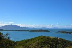 Ясное голубое небо над островами в Тихом океане Стоковые Изображения RF
