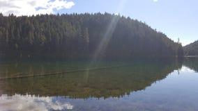 ясное глубокое озеро Стоковые Фотографии RF