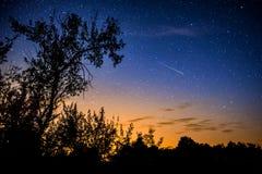 Ясное ночное небо с млечным путем Стоковые Изображения